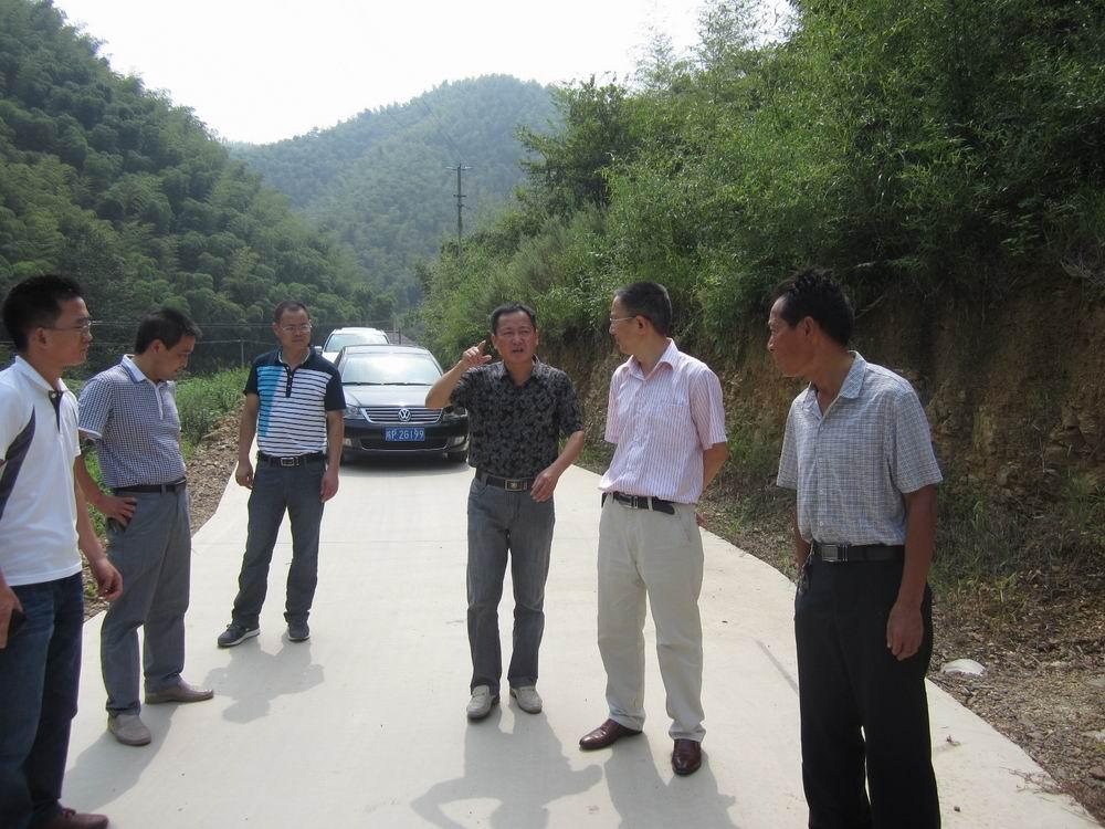 广德新闻_县财政局,交通局到杨滩乡考评革命老区项目